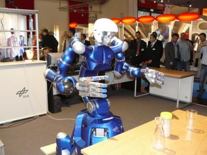 Mobiler Roboter Justin mit 2 DLR Leichtbauroboterarmen